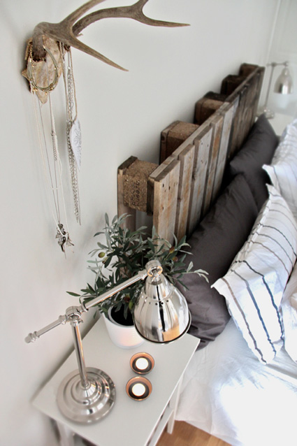 rescued headboard loving via stylizimo