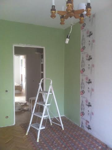красим стены в детской комнате