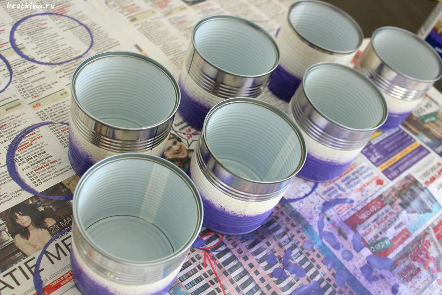 процесс покраски жестяных банок